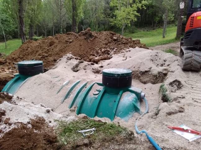 Pose d'une fosse septique à Monoblet (Gard)